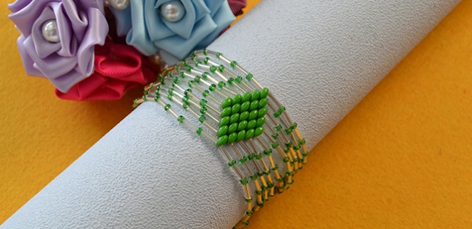 tutorial-on-how-to-make-bulge-beads-bracelet-with-green-2-hole-seed-beads4